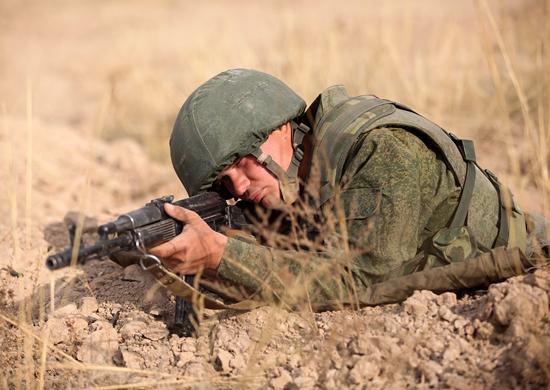 Военнослужащие по контракту проходят «курсы выживания» в ЮВО
